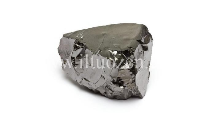 Questa pietra funge da potente scudo energetico e da elisir di giovinezza